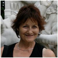 Bernadette Schwarzen, Insegnante di liceo in pensione