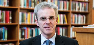 Prof. Dr. Sergio Rossi, Cattedra di macroeconomia ed economia monetaria, Università di Friburgo