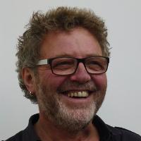 Walter Hollenstein, Manus, costruzioni e falegnameria